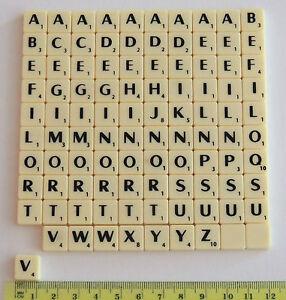 Nouveau Mini carrés de SCRABBLE 100 pièces lettres noires en ivoire et couleurs