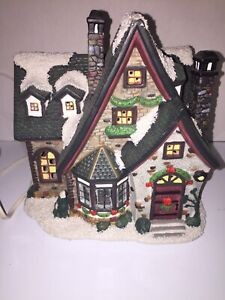 """St. Nicholas Square Lighted House """"Grandma's House"""" The Village Collection 2003"""