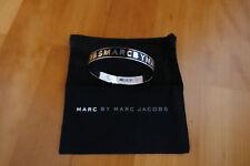 Armreif Damen Metall Marc by Marc Jacobs schwarz Silber Logo neu Staubbeutel