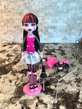 Monster High 1st Wave Draculaura  (Original Ghouls) w Pet, Umbrella Stand