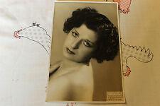 une photo de Helene DIX danceuse nue chanteuse de cabaret  30 40
