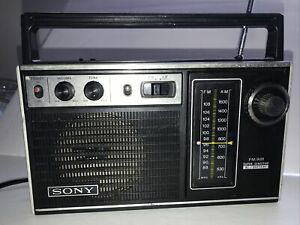VINTAGE SONY Super Sensitive Portable Transistor Radio AM/FM Model TFM-7250W