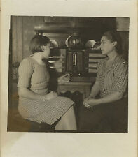 PHOTO ANCIENNE - VINTAGE SNAPSHOT - FEMME RADIO POSTE TSF MUSIQUE PROFIL