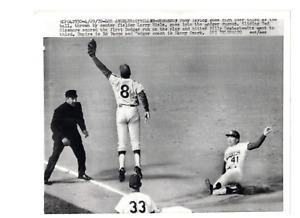 Tony Taylor Phillies Ted Sizemore Dodgers Ed Vargo UMP 1970 UPI Telephoto RH2J
