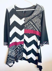 Crossroads Plus Size 18 Abstract Pattern Knit Top Asymmetrical Hem