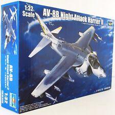 Trompetista 1:32 02285 AV-8B Harrier II (Modelo de Avión Kit de ataque nocturno)