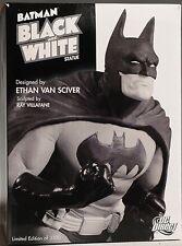 Batman : Black & White Statue by Ethan Van Sciver