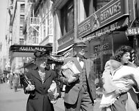 """DOWNTOWN LOS ANGELES SHOPPERS PASS """"ZINKE'S REPAIRS"""" 1942 - 8X10 PHOTO (ZZ-759)"""