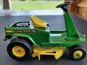ERTL #5588 John Deere 1/12 Scale Rear Engine Riding Lawn Mower No Bagger 1990