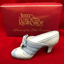 Just the Right Shoe ~ Class Act ~ 1999 Raine by Willitts Designs