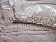 CYNTHIA ROWLEY 4pc Shabby Chic Crochet Lace Peachy Pink Quilt Set - Full/Queen