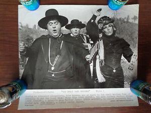 2 Pressefotos / stills  The Great Bank Robbery 1969 Zero Mostel, Kim Novak