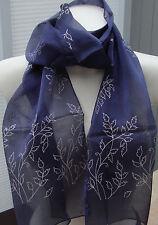 Wunderschöner leichter Schal blau mit weissen Blumen neu