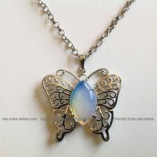 collier pendentif papillon en pierre synthétique Opalite