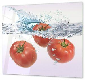 Herdabdeckplatte, Schneidebrett, Spritzschutz Tomaten in Wasser fallend