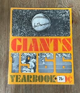 SAN FRANCISCO GIANTS 1966 YEARBOOK - WILLIE MAYS, MCCOVEY,CEPEDA,MARICHAL,PERRY