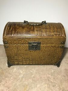THREE HANDS CORP - Brown Trunk / Chest