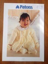 Patons ORIGINALE Babys Knitting Pattern 5338 per cappotto cuffia & Boots vedi i dettagli