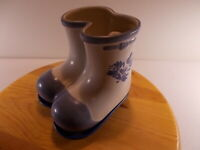 Pfaltzgraff Blue Flowers YORKTOWNE Planter Shaped Like Boots With Underplate 6""