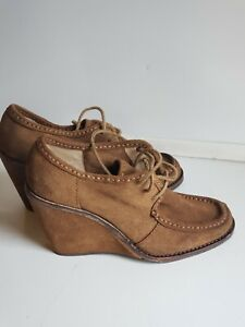Frye Wedge Caroline Lace Ups WITH FLAW Size 7.5 M Brown