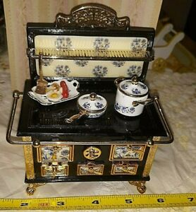 DISCONTINUED REUTTER PORCELAIN DOLLHOUSE OLD WORLD KITCHEN STOVE W POTS & FOOD