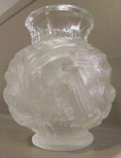 dans le gout de Lallique, vase art déco années 30 en verre presse, fruit