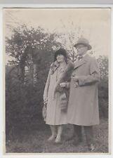 (F15013) Orig. Foto Herr u. Frau Fröling im Freien, Frau mit Fuchspelz, 1928