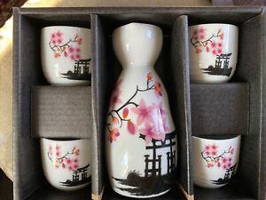 Japanese Sake Porcelain Set 1 Bottle and 4 Cups in Gift Box