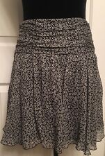 EXPRESS NWT's! Black/White SKIRT Side Zip Loose Band Waist Poly/Crepe Size 0 xs.