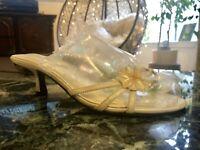 EUC Womens Size 8 Seychelles Of Ca Kitten Heel Cream Leather Sandals