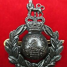 ELITE U.K. BRITISH ROYAL MARINES COMMANDO BERET BADGE * MOD ISSUE *
