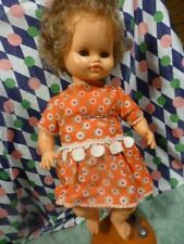 jolie  bella 45cm,toute habillée d origine des années 60-70 yeux dormeurs clairs