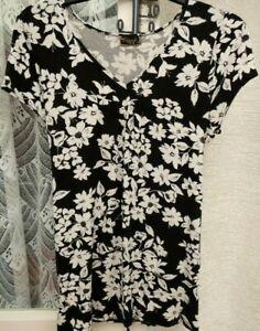 ( Ref 6258 ) Originals - Size 16 - Black & White Short Sleeve V Neck Top