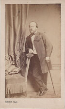 Photo cdv : Persus ; Homme à la canne en pose  , vers 1865