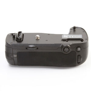 Meike MK-D750 PRO Vertical Power Battery Grip Pack Holder for Nikon D750 MB-D16
