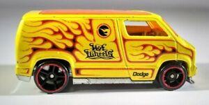 Hot Wheels Custom '77 Dodge Van Yellow 2008 Treasure Hunt Orange Red Flames 1/64