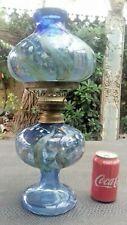jolie lampe à pétrole bleue décor de muguet 20 ème