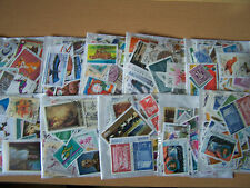 100 x pacchetti di 100 francobolli mondiali diversi, bel lotto.