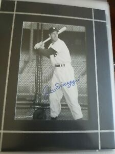 Joe DiMaggio signed 5x7 matted photo picture global gai authentic auto sig nyy