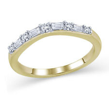 1/4 cttw Baguette and Round Diamond Curved Wedding Band in 14K Gold (IJ/I1-I2)