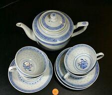 BLUE WHITE RICE PATTERN PORCELAIN CHINESE TEA POT CUPS SAUCERS- VINTAGE (S10)