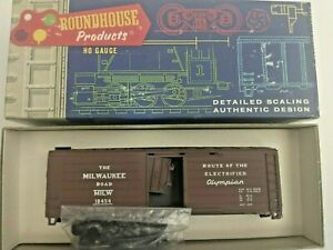 HO scale Roundhouse Milwaukee Road 40'   Box Car Olympian   MILW 18454