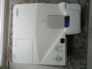 NEC UM280X ultra short throw projector 80 percent lamp hours remaining 2 HDMI