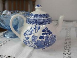 Barratts Willow Blue & White Tea Pot VGC