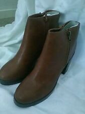 BNWT tan block heel  boot ..SIZE UK 9/43....NEW LOOK!