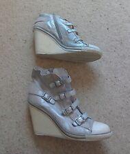 Zapatillas cuña de cuero de plata ceniza.. Reino Unido 7