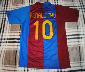 Vintage BARCELONA Unicef Football Shirt 'Ronaldinho 10' Size Adult Medium M