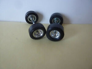 SOLIDO PIECES DETACHEES ALFA ROMEO  33/3 LE MANS 2 ens. 2 + 2 roues AV-AR Log-B1