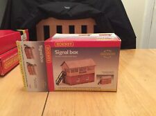 Hornby R8005 Signal Box with steps Clip together building