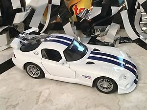 1/24 Maisto Dodge Viper GT2 White With Blue Stripes Spoiler NICE! Muscle Car
